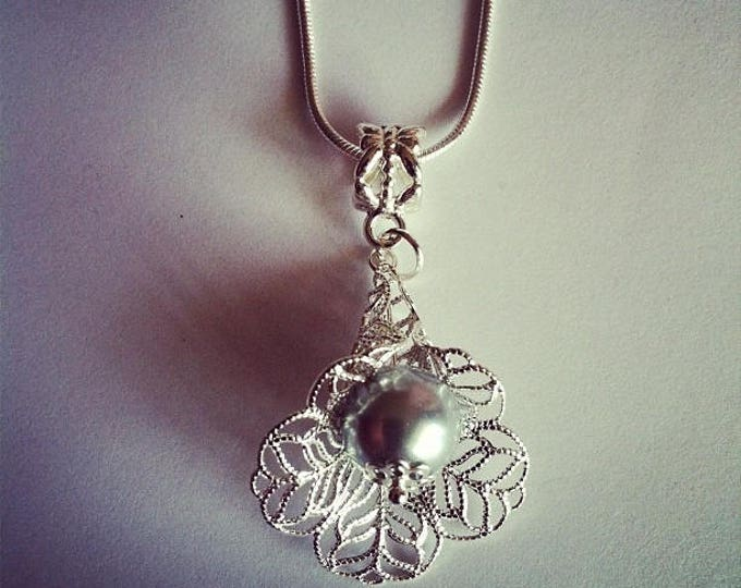Grey glass Pearl flower pendant chain