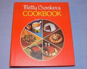 Vintage Betty Crocker's Cookbook 1971  Red Pie 5 ring binder 10th Print