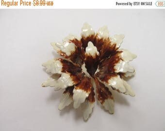 ON SALE Vintage Large 3D Brown and White Flower Pin Item K # 1581