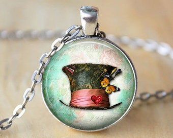 Necklace, alice in wonderland