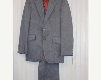 60% OFF Clearance Sale NWT Gray Vintage Men's Grand Entry Western Wear 3 PC Tailored Suit Jacket Blazer Coat Vest  Pant Size 38 Made in Usa