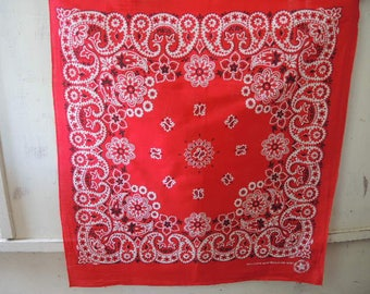 Vintage  bandana crafted with pride in America all cotton red paisley floral  20.5 x 22.5 inches