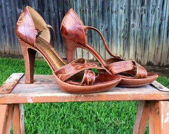 Vintage/Gianni Bini/Tooled Leather/Strap Heels/Sandals/Rare/Brown Gold/Woman