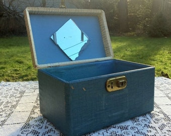 Save 15% OFF 2 Tone Train Case/30's Distressed Case/Wooden Train Case/Lucite Handle/Chippy Small Case/Shabby Chic Travel/Photo Prop/Wedding