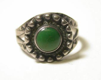 Sterling Silver and Green Nephrite Ring - Size 7 - Weight 3.7 Grams # 344