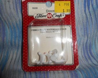 "Fibre Craft Miniature  Four Miniature White Plastic Doves  - 1/2"" Long  *Special*"