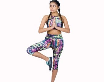 XMAS IN JULY Workout Leggings Capri Length Digital Print Yoga Pants High Waist Legging City Nightlife Poly Spandex