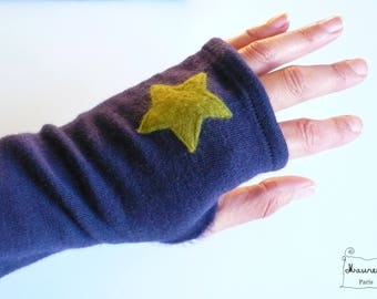pure wool mittens purple embroidered with green stars