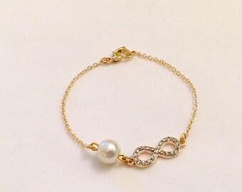 Infinity Bracelet, Gold Plated Bracelet, Rhinestone Sister Charm, Gift for mom, Delicate Bracelet, Pearl Bracelet, Christmas Gift, Birthday