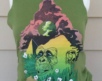 Green Thoughtful Monkey Animal and Scenery Cutoff Tank Top
