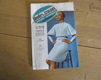 1980s sewing pattern ladies batwing sleeve dress, Modes et Travaux 1262