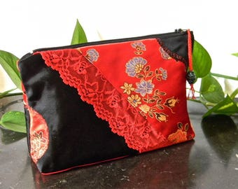 015 zippered bag, makeup case, sewing needed.