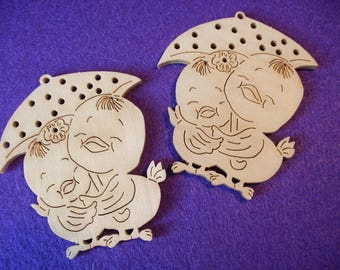 2 chicks couples, wood, 8 x 6.5 cm  (10-0006A)