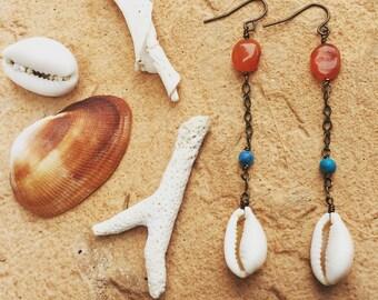 Sydnee sells sea shells