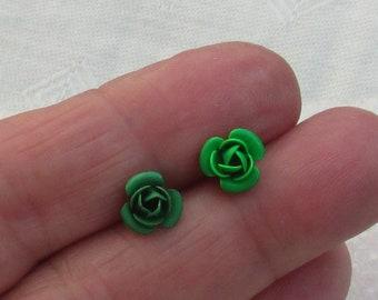 Retro Green Flower Single Odd Earrings