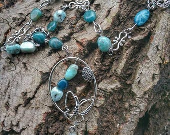 Apatite and larimar Choker Necklace: growth and renewed confidence in life but also to others.
