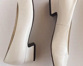 Vintage Nordstrom Comfort Slip on Pumps Heels White Size 6.5 W