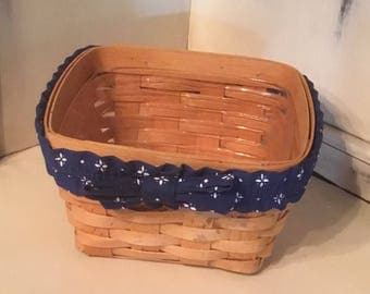 Longaberger 1996 Basket, with Plastic Liner and Stretchy Bow.