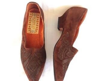 90's Mori & Bozzi Handmade Embroidered Suede Low-heel Pumps Sz. 39