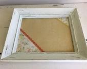 Tableau d'affichage babillard pour écrire sur vitre fait main cadre récupéré organisation communication bureau orange blanc fleurs dentelle