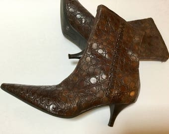 Vintage Pointy Toe Ankle Boots / High Heel Boot / Gianni Bini / Brown Faux Leather / SZ 7 / Hipster / Retro / High Fashion