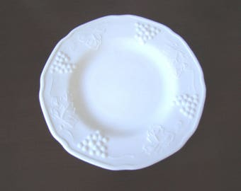 """Vintage 6 1/4"""" Milk Glass Plate with Grape & Leaves Design  151612"""