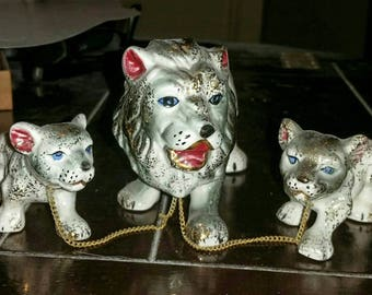 Rare CHAINED LION Family Vintage JAPAN Cats Figurines 50s Ceramic Father Lion & Cubs Kitsch Decor Porcelain Gold Leaf Lions Leo Pottery Gift