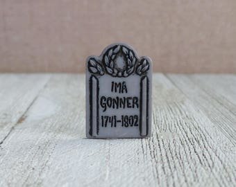 Tombstone - IMA GONNER - Old Headstone - Graveyard - Halloween - Cemetery - Dead - Buried - Lapel Pin