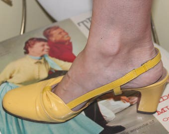 1960s 70s Size 8 Canary Yellow Leather Strappy Slingback Sandals Heels Pumps Shoes