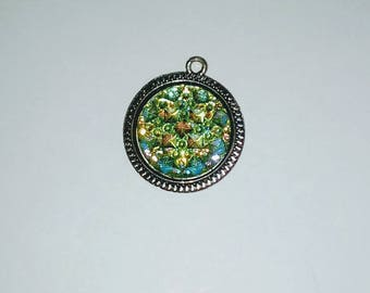 X 1 green resin cabochon pendant