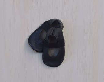 ballet flats /soft soled leather shoes / baby moccasin moccs / black