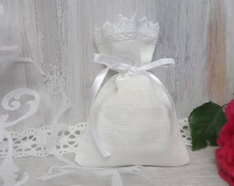 Bag. Tea bag favors. Lace favor bags. Small gift bags. White linen bags. Lace bags