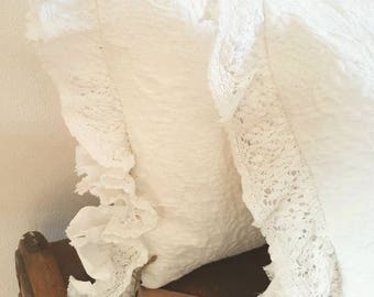 Romantic cushion with Ruffels in white lace