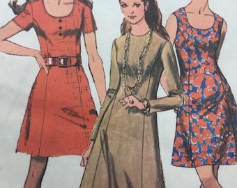 "Vintage Simplicity 8884 1970s Misses' Mini Dress with princess seams, Size 18, Bust 40"""