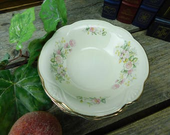 Set of 4 Vintage 1940's Homer Laughlin Daisy Berry Bowls