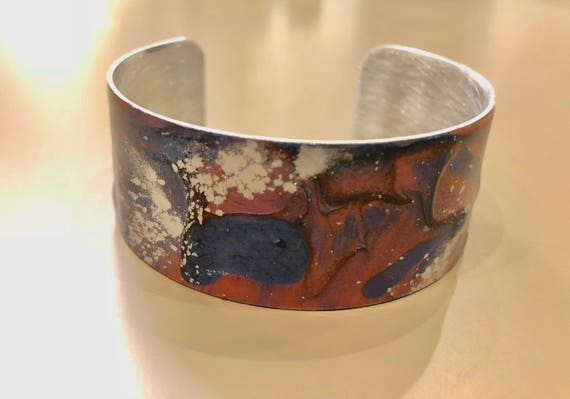 Enamel painted aluminum cuff open bracelet with abstract design (pink, blue, silver)