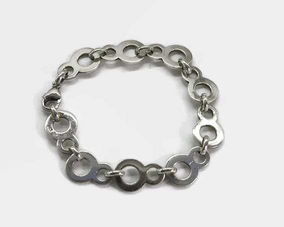 Sterling silver bracelet with figure of 8 links, stamped 925, 7.25 inches / 18.5 cm, 15.6 grams