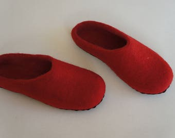 Red felt slippers Felted slippers Wool slippers House shoes Felt shoes Wool shoes Felted shoes Felt boots House slippers Womens slippers