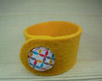 Bracelet made of felt