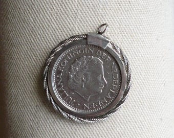 Dutch Guilder pendant with  silver rope bezel,  1972 Netherlands, pre-euro, silver