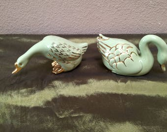 PORCELAIN SWANS, Two vintage porcelain swans, Small pair of Swans, Gold Swans