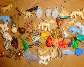 Vintage 1940s/1950s Vending Machine Gumball Charms. 50 Charms Lot2