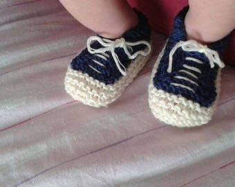 Knitting pattern: baby All Star booties, 3, 6 and 12 months. Hot gift for a newborn. Baby socks, baby shoes