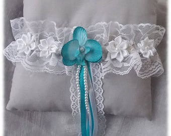 White Garter, turquoise blue Orchid accompany pearls, white lace