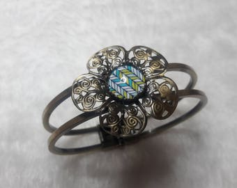 Graphic flower Motif Bangle Bracelet