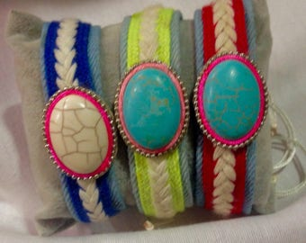 Bracelet in denim and stone.
