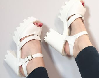 Amazing Y2K Deadstock Platform sandals