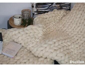 """Plaid pour adeptes du """"hygge"""". Réalisation arm knitting en pure laine Mérinos XXL super chuncky"""