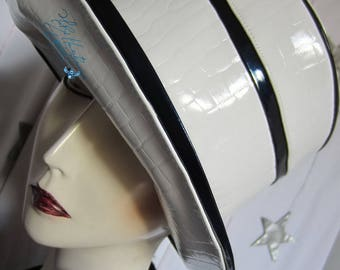 Hat chic rain and wind-sailor, croco-white-glazed and summer night Navy travel vacation