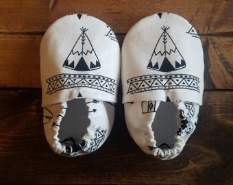 6-12 month black and white baby shoes, teepee infant crib shoes, triba fabric moccasins, cloth baby booties, nonslip soles | FREE shipping